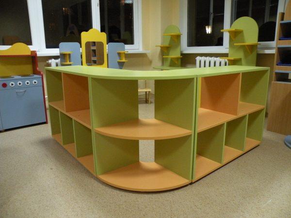 Стеллаж для игрушек угловой. Мебель для детского сада в Калининграде