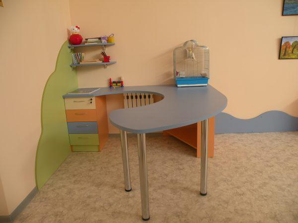 Стол воспитателя для детского сада в Калининграде