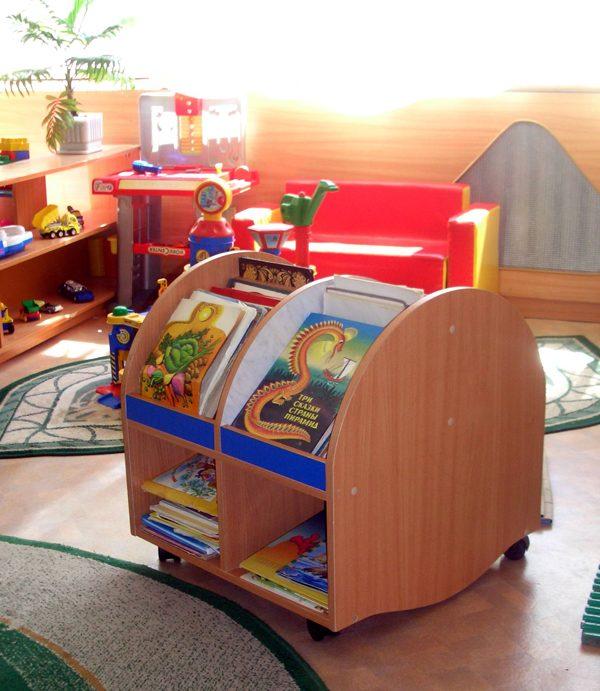 Тумба для пособий передвижная. Мебель для детского сада в Калининграде